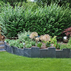 JARDIN EN RELIEF - Trois espaces de vie dans 75m2: Jardin de style  par  Sophie Durin | Empreinte Paysagère, Moderne