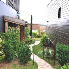JARDIN EN ESSONNE - Un jardin romantique, à l'anglaise: Jardin de style  par  Sophie Durin | Empreinte Paysagère, Moderne