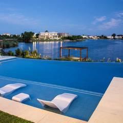 Infinity pool by ARQCONS Arquitectura & Construcción