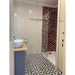 Apartamento T2 Estrela - Lisboa: Casas de banho  por EU LISBOA