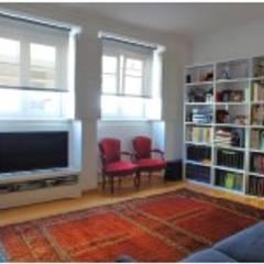 Apartamento T4 Ajuda - Lisboa: Salas de estar  por EU LISBOA