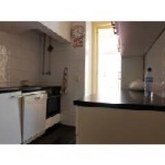 Apartamento T4 Ajuda - Lisboa: Cozinhas  por EU LISBOA
