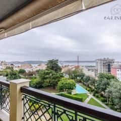 Apartamento T4 na Estrela - Lisboa: Varandas  por EU LISBOA