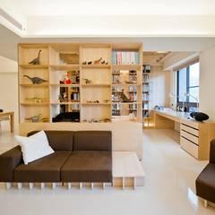 Living room by 直方設計有限公司