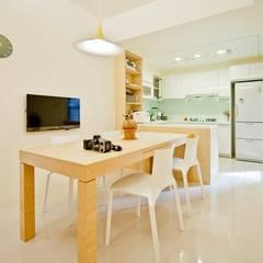 Dining room by 直方設計有限公司