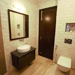 Bathroom by Kalatmak Space,