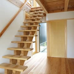 Stairs by 望月工務店  望月建築設計室