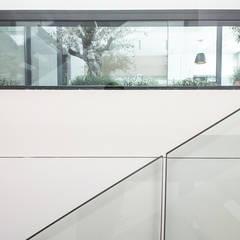 Juntas: Escaleras de estilo  de DonateCaballero Arquitectos