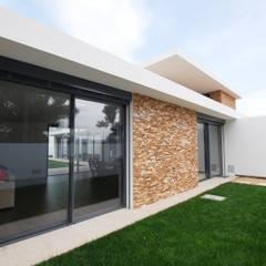 Casas de Xisto Janelas e portas minimalistas por SAM'S - Soluções em alumínio e PVC Minimalista