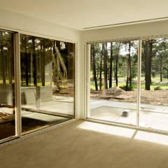 Moradias Janelas e portas modernas por SAM'S - Soluções em alumínio e PVC Moderno