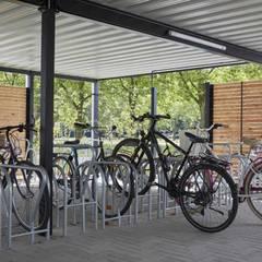 Fahrradeinhausung mit Raucherlounge:  Bürogebäude von  projekt w – Systeme aus Stahl GmbH
