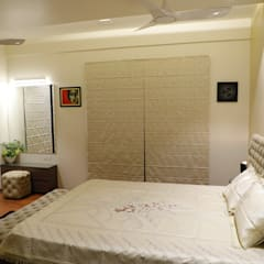 RESIDENCE PROJECT :  Small bedroom by Rashi Agarwal Designs