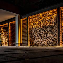 Schöner wohnen durch indirekte Beleuchtung:  Terrasse von Moreno Licht mit Effekt - Lichtplaner