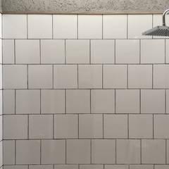 Bathroom by indra firmansyah architects