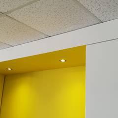 Caisson plafond cuisine: Éléments de cuisine de style  par Wax Design,