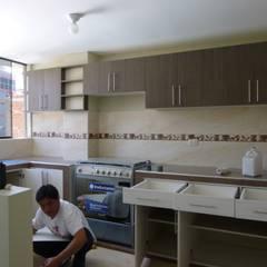 Cocina 2015: Muebles de cocinas de estilo  por ARDI Arquitectura y servicios,
