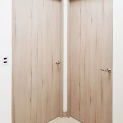 Wooden doors by Idee diseño & mobiliario , Minimalist Engineered Wood Transparent