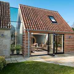 The Stables:  Walls by IQ Glass UK, Modern Glass