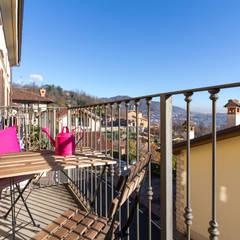 Venduto in meno di 2 mesi!: Balcone in stile  di Le Case di Erica | Interior&HomeStaging