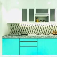 kitchen:  Built-in kitchens by The 7th Corner - Interior Designer