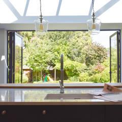 Whitgift Avenue, Croydon:  Kitchen units by Studio Werc Architects