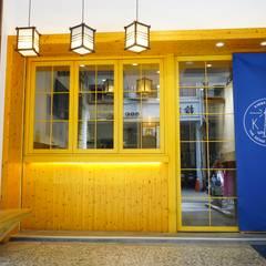 Salas de jantar  por 司創仁和匯鉅設計有限公司