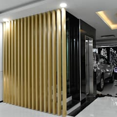 ประตูโรงรถ by VAN NAM FURNITURE & INTERIOR DECORATION CO., LTD.