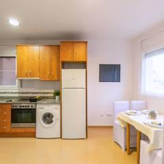 Home Staging en apartamento de 1 habitación: Comedores de estilo  de Home Staging Tarragona - Deco Interior