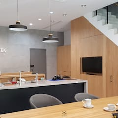 老舊辦公室變身極簡現代風:  書房/辦公室 by XY DESIGN - XY 設計