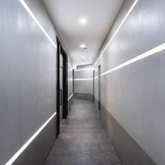 Corridor & hallway by On Designlab.ltd