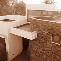 Construcción de Casa Chacon el La Reina, Region Metropolitana, Santiago: Casas unifamiliares de estilo  por RCR Arquitectos