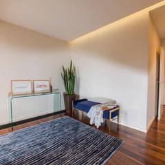 Corridor & hallway by Designer's Mint Studio