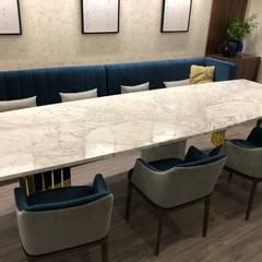 São Félix da Marinha: Salas de jantar  por Designer's Mint Studio