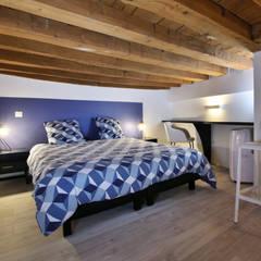 Rénovation complète d'un appartement en plein coeur de Lyon.: Chambre de style  par Tiffany FAYOLLE