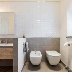 Baños de estilo  por B+P architetti