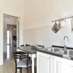 Cucina: Cucina in stile  di Caleidoscopio Architettura & Design