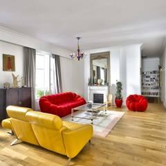 Rénovation gobale Paris 8: Salon de style  par BRAMANTE PARIS