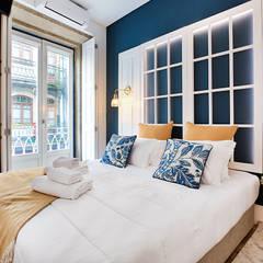 Quarto - Janelas de S. Bento, Porto - SHI Studio Interior Design: Quartos pequenos  por SHI Studio, Sheila Moura Azevedo Interior Design