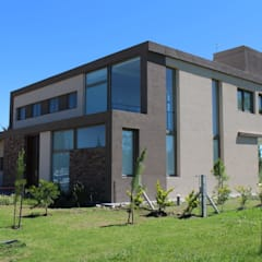 Arquitectura general: Casas de campo de estilo  por Mariano Meza Leiz