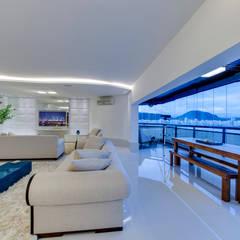 Balcón de estilo  por Julieta Murad Arquitetura