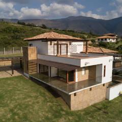 Terrace by cesar sierra daza Arquitecto, Rustic