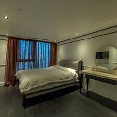 침실: 모노웍스의  벽