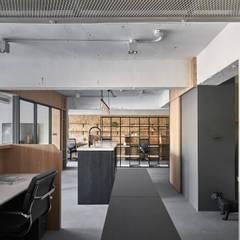 Office_ YU Design Lab:  書房/辦公室 by 御見設計企業有限公司