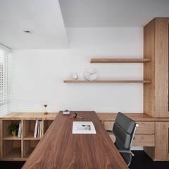 Study/office by 御見設計企業有限公司