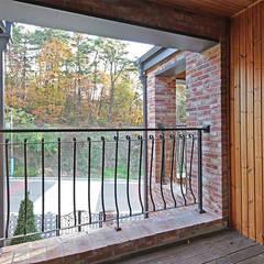 Balcony by 윤성하우징, Modern