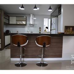 وحدات مطبخ تنفيذ Rafaela Longhi Arquitetura e Interiores