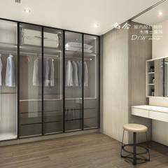 Ruang Ganti oleh 木博士團隊/動念室內設計制作, Modern Kaca