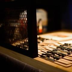 美式風格餐廳設計:  餐廳 by NO5WorkRoom