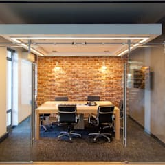 Rezco Asset Management:  Office buildings by DMV INTERIOR DESIGN, Modern Bricks