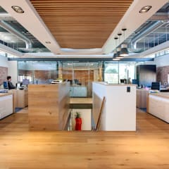 Rezco Asset Management:  Office buildings by DMV INTERIOR DESIGN, Modern Wood Wood effect